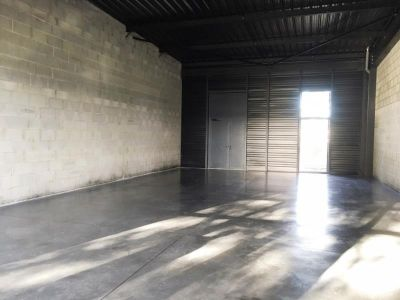 LOCAL COMMERCIAL FOUGERES - 67 m2