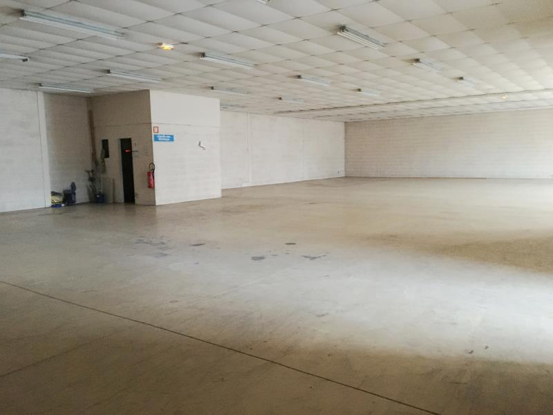 LOCAL COMMERCIAL FOUGERES - 631.5 m2 4/6