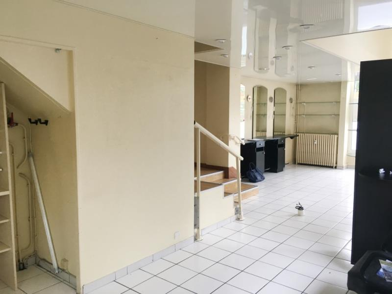 LOCAL COMMERCIAL FOUGERES - 71.6 m2 4/8