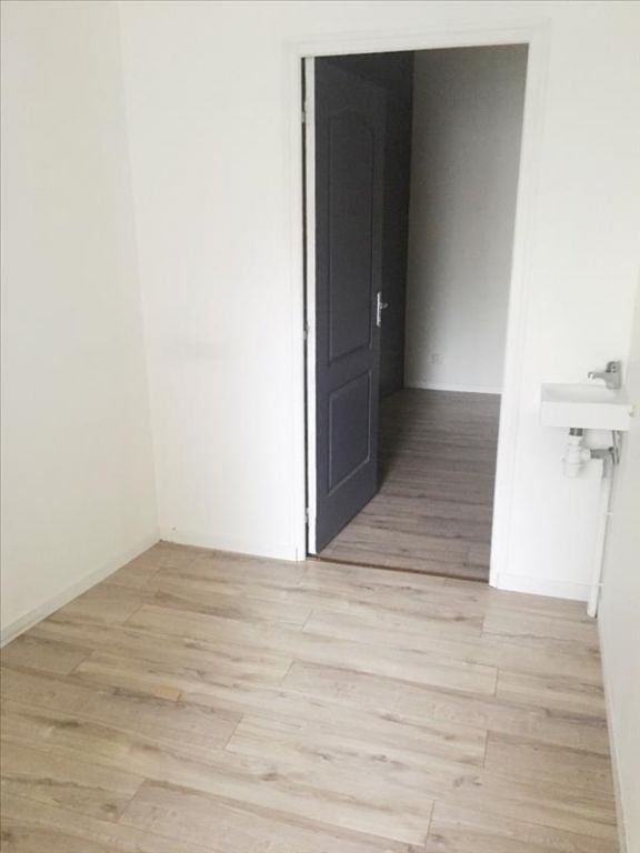 LOCAL COMMERCIAL FOUGERES - 50 m2 2/6