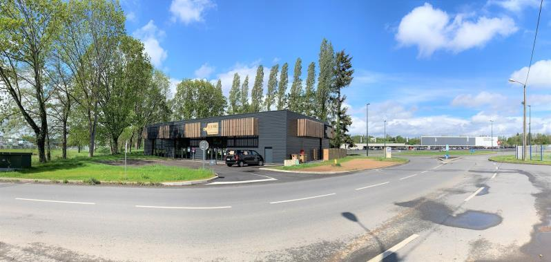 LOCAL COMMERCIAL FOUGERES - 135 m2 3/4