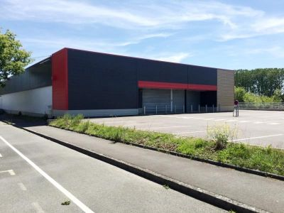 LOCAL COMMERCIAL FOUGERES - 1200 m2