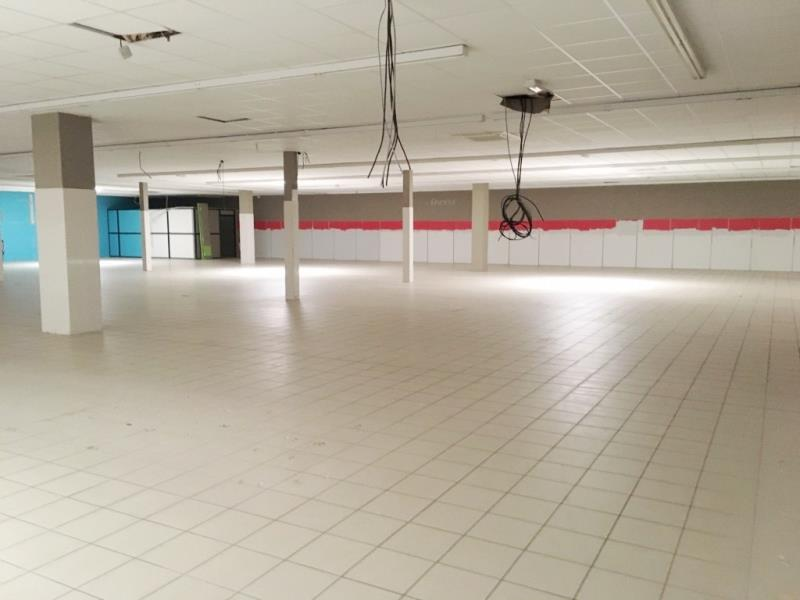 LOCAL COMMERCIAL FOUGERES - 1200 m2 2/6