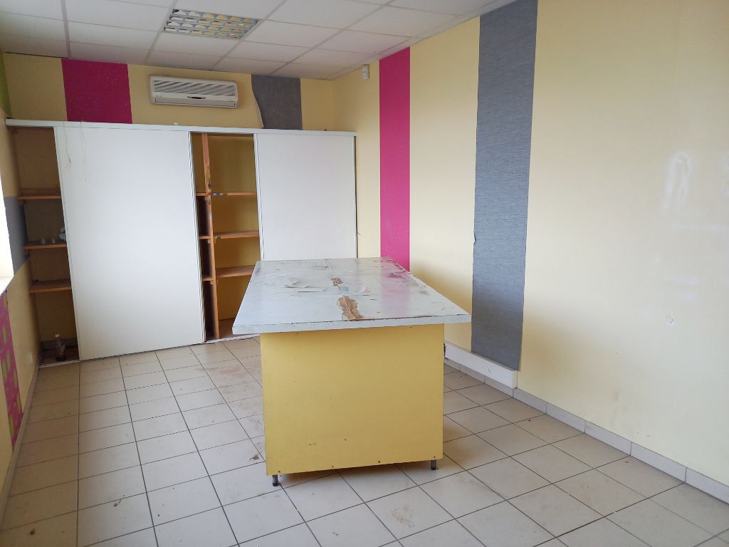 Local commercial Romagne 600 m2 3/7
