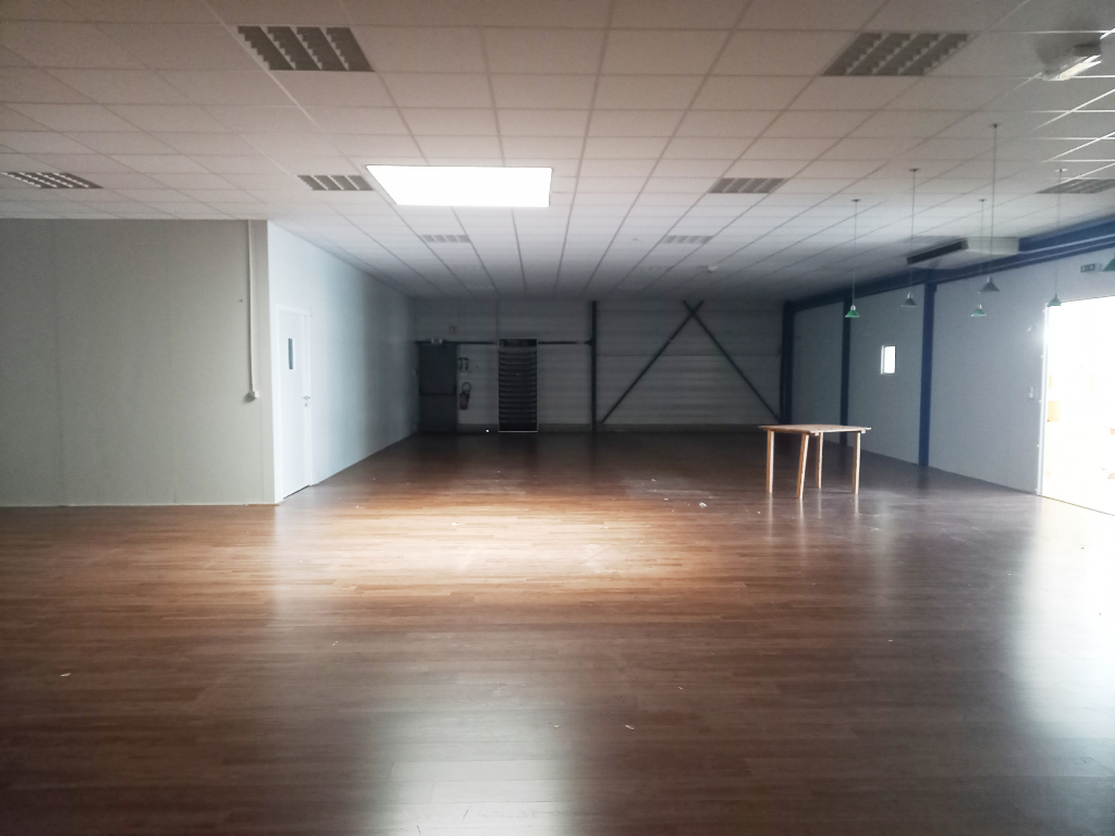 Local commercial Romagne 600 m2 5/7